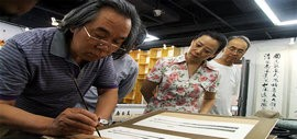 高清图:国画大师霍春阳先生莅临《治扇·至美》展